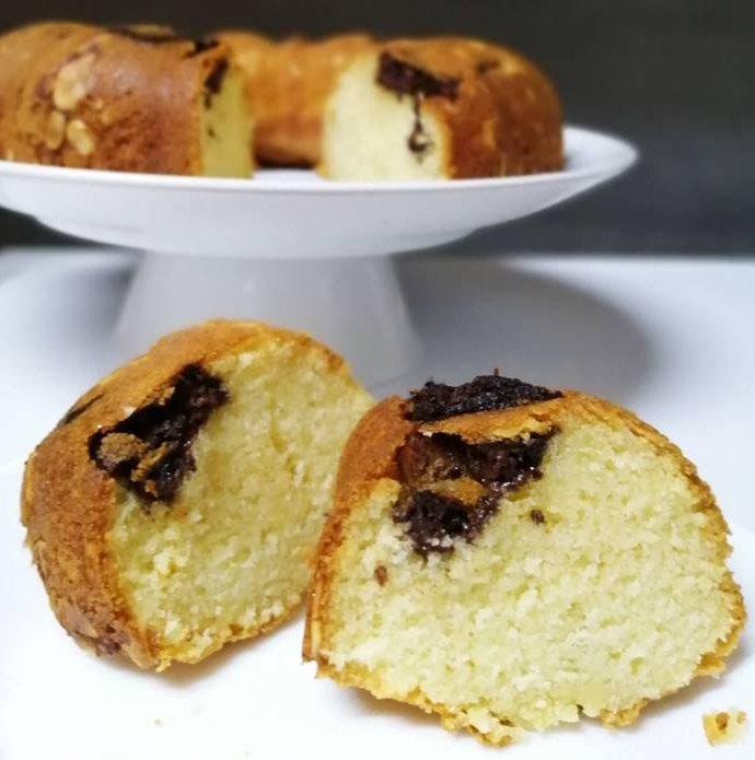 Sponge Cake with Chocolate Pralines